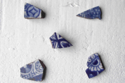 Pottery quincunx